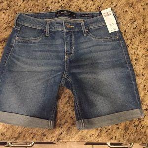 Hollister size 1 Low Rise boy short.